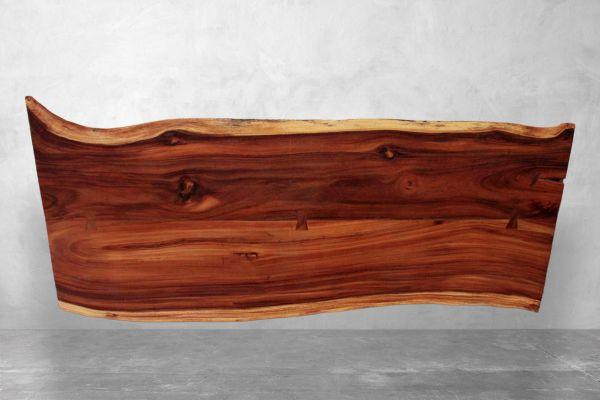 Baumstamm Tischplatte aus Suarholz mit kunstvoller Maserung - Hockney - Länge 250 cm - front view1