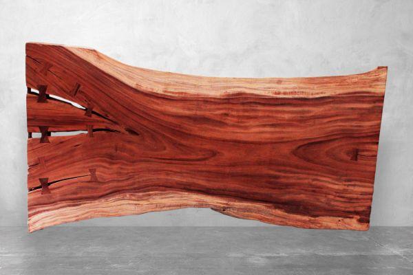 Baumstamm Tischplatte aus Suarholz mit Wildkante - Mimir - Länge 241 cm - front view2