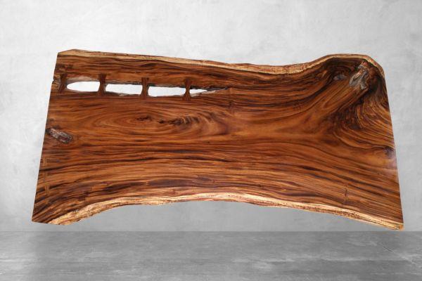 Baumstamm Tischplatte aus Suarholz (naturbelassen) - Länge 298 cm - front view1