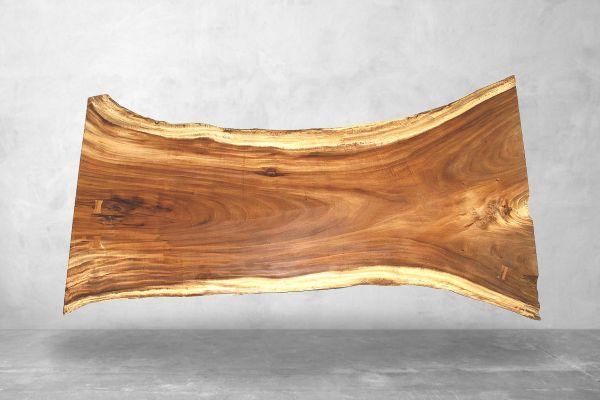 Baumstammplatte als Esstisch oder Gartentisch mit Naturkante geoelt - drone view