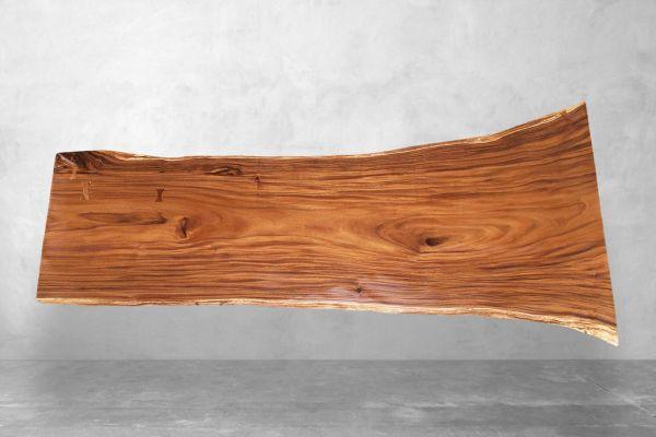 Baumstammplatte ca. 300 cm lang mit Naturkante - front view1