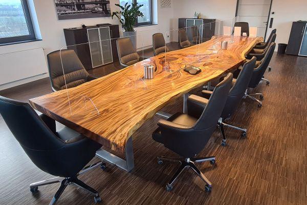 XXL Konferenztisch Baumstammplatte